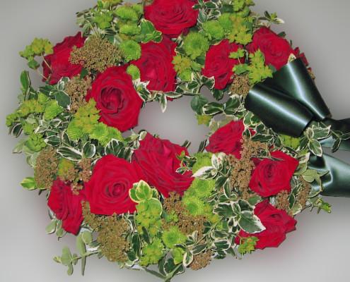 Trauerfloristik Grabschmuck, Kranz, Rosen, rot-grün