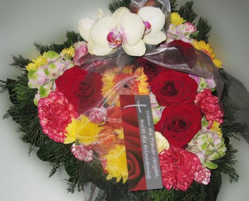 Trauerfloristik Grabschmuck Kissen Herzform, Rosen, Nelken, Gerbera, Orchidee, bunt