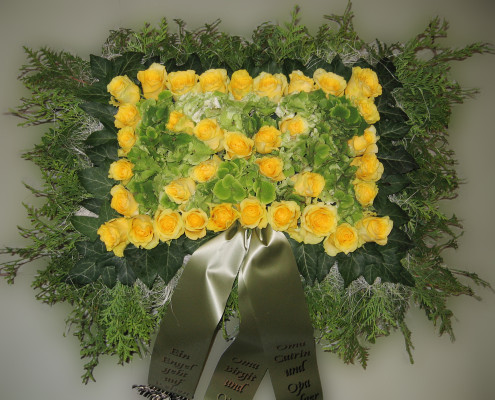 Trauerfloristik Grabschmuck Kissen, Rosen, Hortensien gelb-grün
