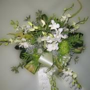 Grabschmuck Gesteck, Orchideen, Chrysanthemen, grün-weiß