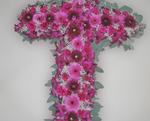 Trauerfloristik Sargschmuck, Grabschmuck Kreuz, rosa, Gerbera, Nelken