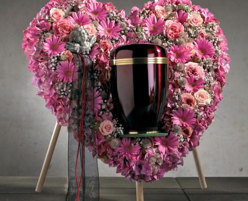 Trauerfloristik Grabschmuck Urnenkranz gefüllt, Herzform, Rosen, Gerbera, rosa