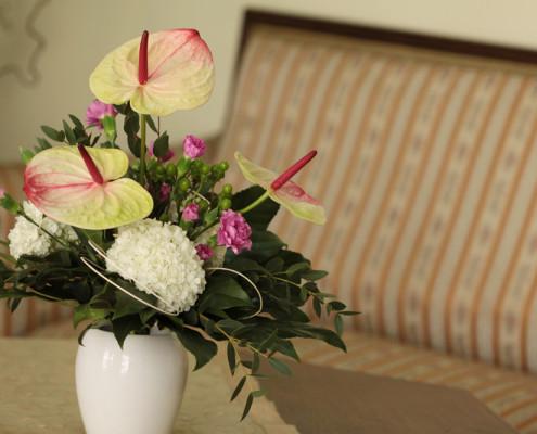 Strauß mit Flamingoblumen, Hortensien, Nelken