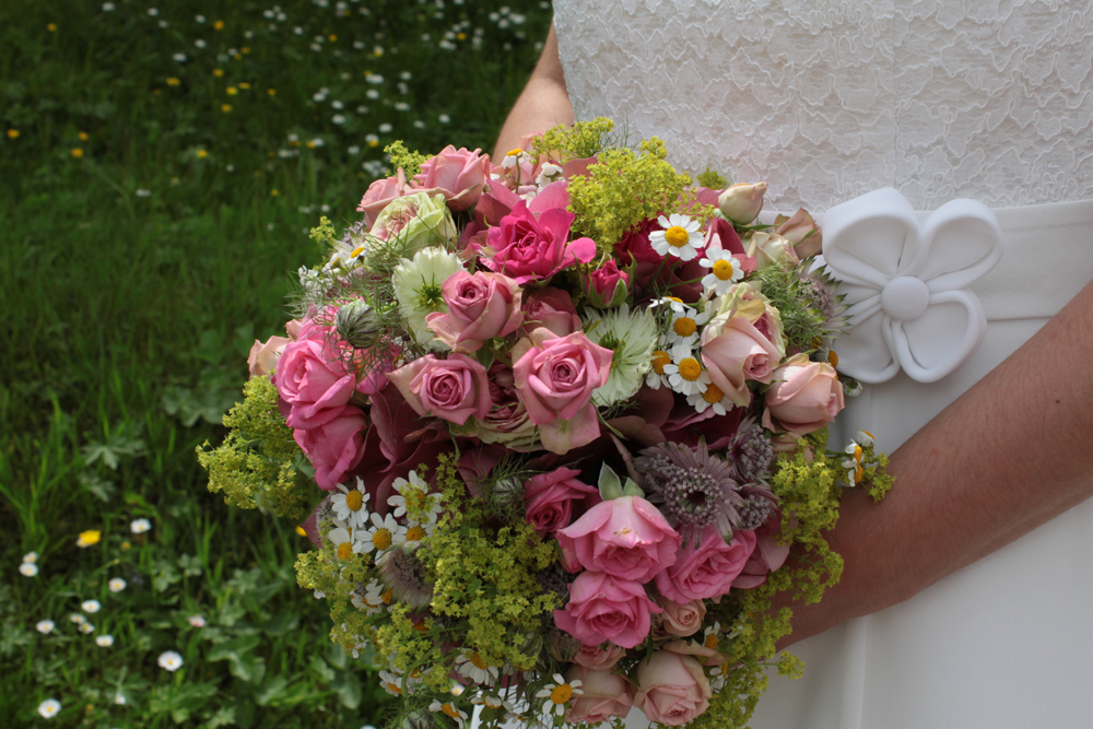 Hochzeitsfloristik Brautstrauß rund Rosa, Rosen, Hortensien