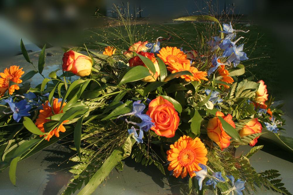 Hochzeitsfloristik Autoschmuck Gerbera, Rosen und Delphinium