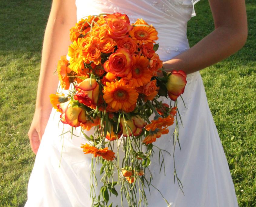 Hochzeitsfloristik Brautstrauß Gerbera und Rosen