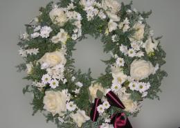 Grabkranz weiß, Rosen, Chrysanthemen