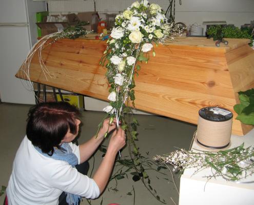 Trauerfloristik Herstellung Sargschmuck