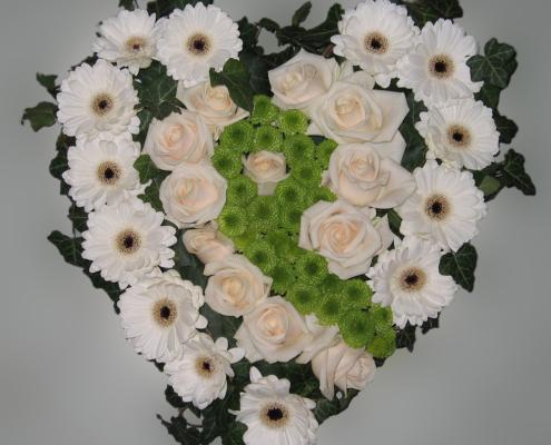 Trauerfloristik Grabkissen Herzform, Rosen, Gerbera