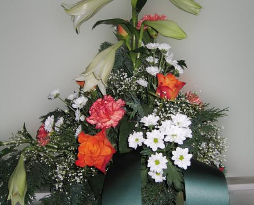 Trauerfloristik Grabgesteck Lilie