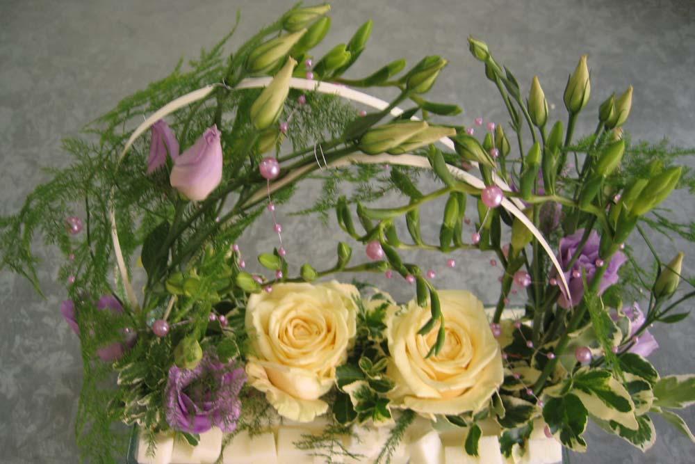 Hochzeitsfloristik Tischschmuck groß, Frühling, Rosen, Freesien, Eustoma