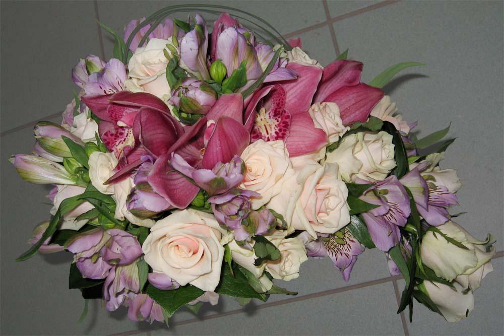 Hochzeitsfloristik Brautstrauß fließend, Orchideen, Rosen