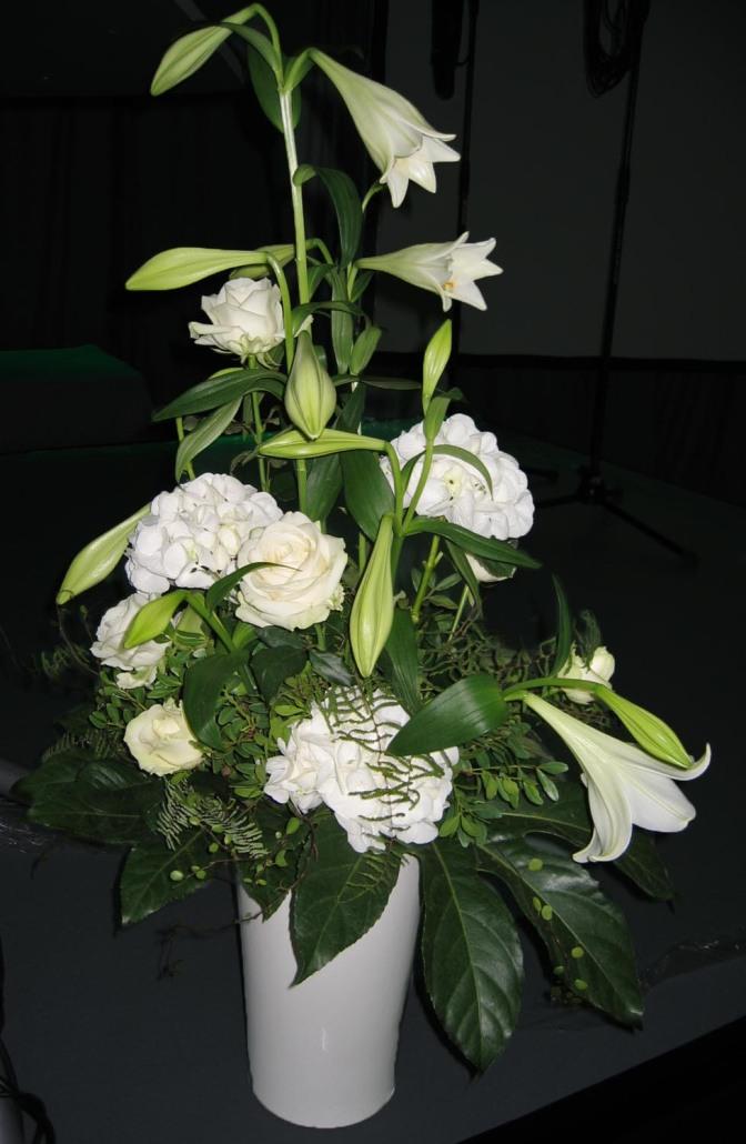 Tafelschmuck Firmenevent, Rosen, Hortensien weiß