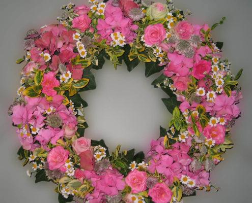 Trauerfloristik Grab - Sarg -Kranz mit rosa Rosen und Hortensien, Blumeneck Kreinacker Hainichen