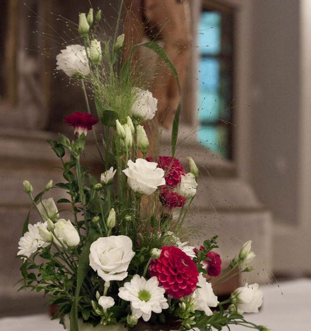 """Hochzeitsfloristik Altarschmuck """"Landliebe"""" - Dahlien, Nelken, Prärie-Enzian, Chrysanthemen, Blumeneck Kreinacker Hainichen"""