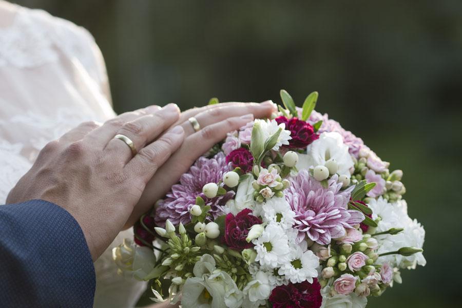"""Hochzeitsfloristik Brautstrauß """"Landliebe"""" - Dahlien, Nelken, Prärie-Enzian, Chrysanthemen, Blumeneck Kreinacker Hainichen"""