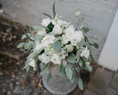 Hochzeitsfloristik Brautstrauß weiß, Blumeneck Kreinacker Hainichen, Foto David Seising